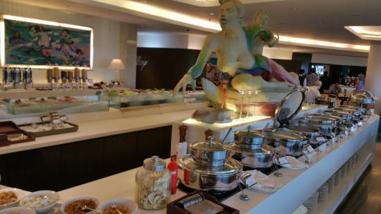 Hotel Ciputra Jakarta: Nice breakfast area and great variety of food..