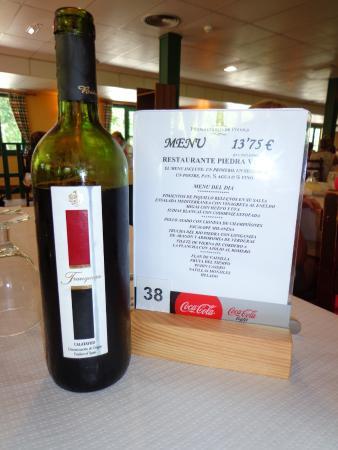Nuevalos, Hiszpania: La carta del menu y el vino