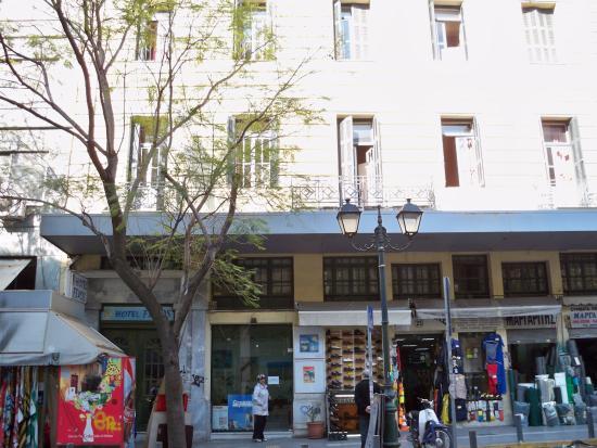 Hotel Fivos: Vista frontal