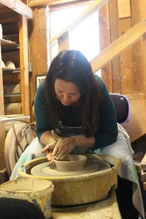 Haliburton, แคนาดา: Throwing clay at Earth and Fire Pottery with the Gone to Pot Adventure created by Yours Outdoors