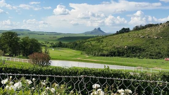 Van Reenen, Sudafrica: View from terrace down to polo field and beyond