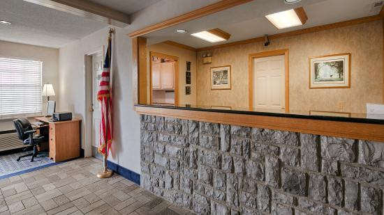 Frankfort, KY: Front Desk