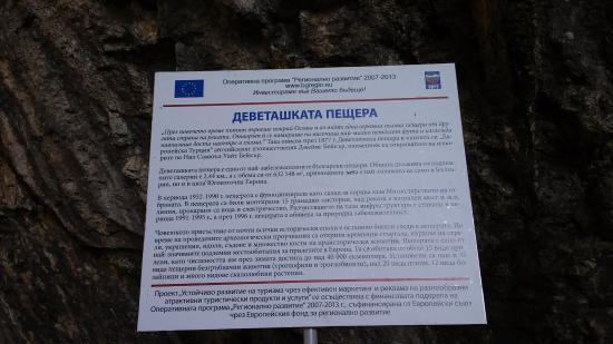 Lovech, Bulgarije: Информационный стенд о пещере