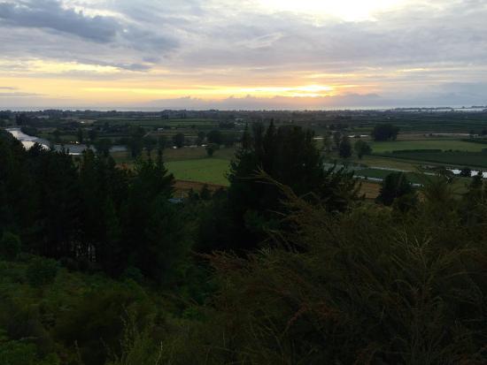 Motueka, Nueva Zelanda: Sunrise from the deck