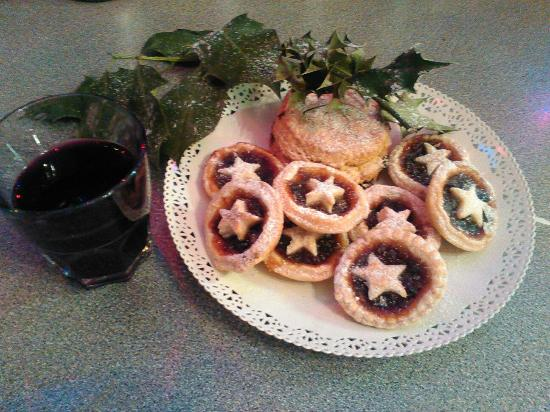 Holmfirth, UK: Mince Pies and Mulled Wine at Christmas time