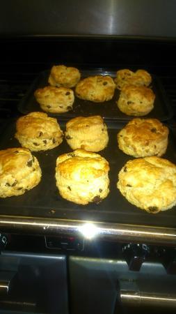Holmfirth, UK: Freshly baked fruit scones
