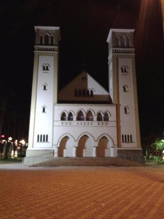 Patrocinio, MG: Igreja e praça de Santa Luzia