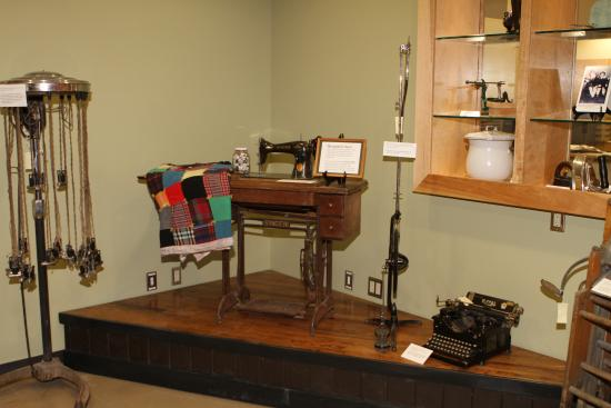Seward Museum : Exhibit showing machines from the early 1900's