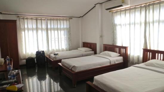 Pakse, Laos: Triple Room, Top Floor