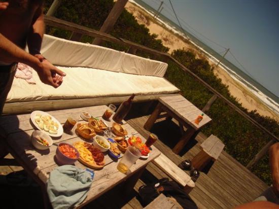 Punta Pelucas: Picadita en el deck de la cabaña del Mar