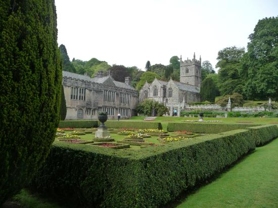 Redruth, UK: Lanhydrock House and Chapel