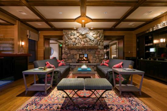 Walloon Lake, MI: Hearth Room
