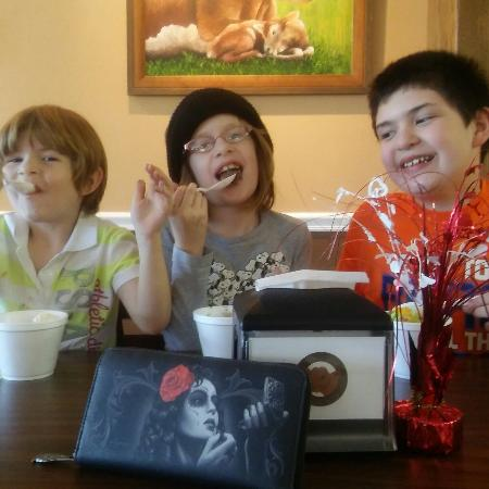 Okeechobee, FL: The short brood eaten up the ice cream.