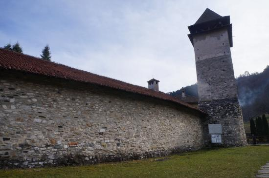 Studenica Monastery: 修道院的城牆~~