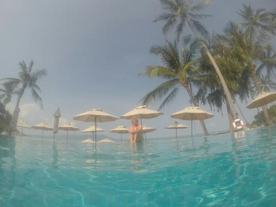 Melati Beach Resort & Spa: pogled iz bazena na more