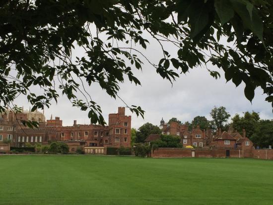 Slough, UK: Eton College: 30mins walk