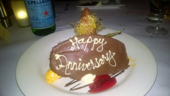 Maleny, Australia: A special treat that was presented with our desserts during our fabulous meal.