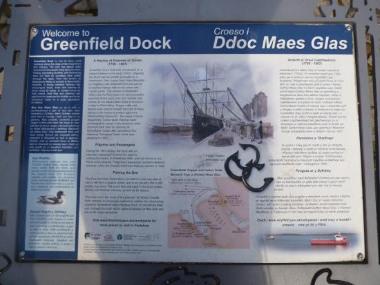 Talacre, UK: Greenfield dock on the Dee Estuary