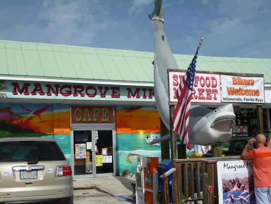 Mangrove Mike's Cafe: Welcomes Bikers - we're in!