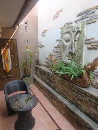 Le Prive Pattaya: Private sitting area