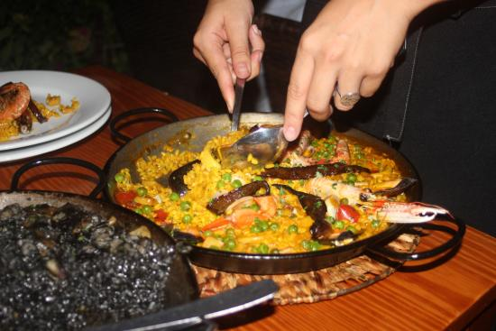 Fornalutx, Spanien: Paella and paella negra