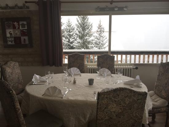 Auron, Prancis: Très bonne table avec une vue panoramique magnifique
