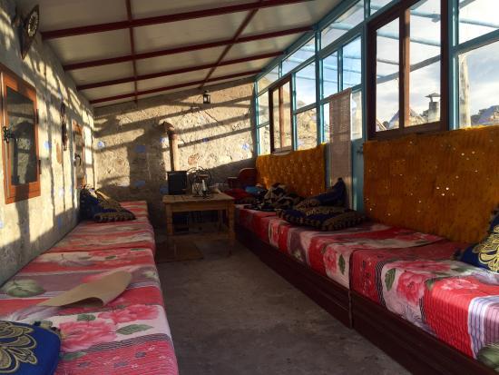 Gite Azilane: Sala de descanso y comedor. Asiento acolchado y caldera .
