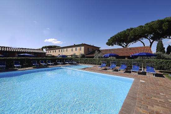 Residence Podere San Giuseppe: piscina