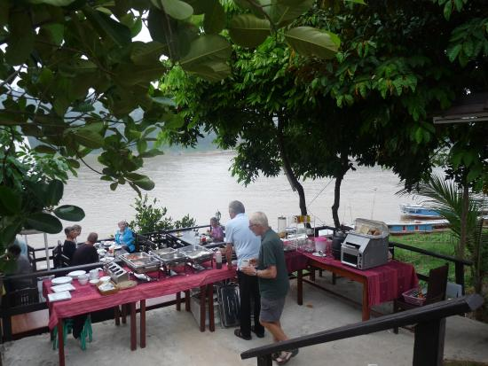 My Lao Home Capsule Guesthouse: Breakfast by the Mekong