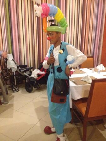 Allegro Cozumel: fun balloon twister, kind and polite service with a smile, EVERYWHERE!