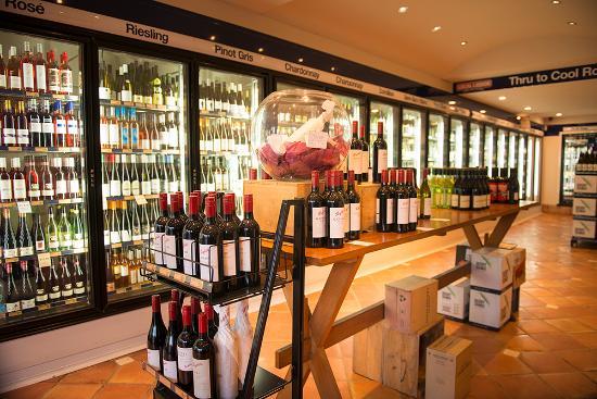 North Sydney, Australia: Large Wine Selection
