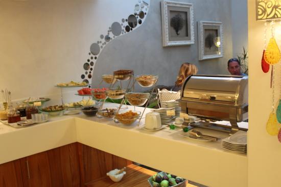Biz Cevahir Hotel: Breakfast Iincluded in our rate)