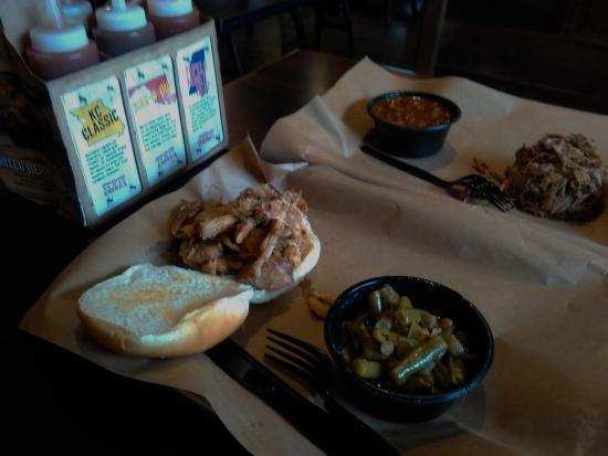 Davie, FL: Pulled Pork And Pulled Chicken