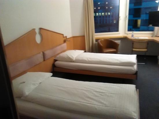 Kloten, سويسرا: First Floor Room