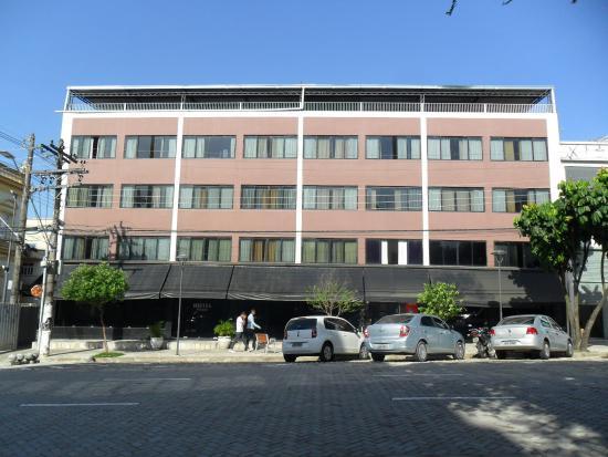 Hotel Manaos : Foto da faixada do hotel de três andares