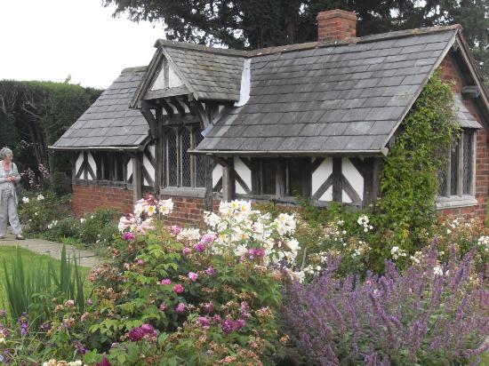 Northwich, UK: Cottage in the garden