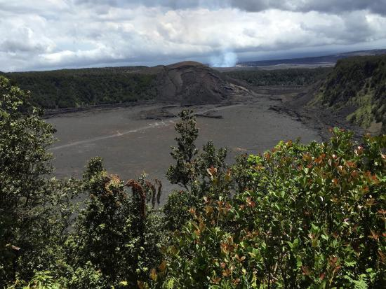 Hawaii Volcanoes National Park : Looking from another lookout with crater in the foreground