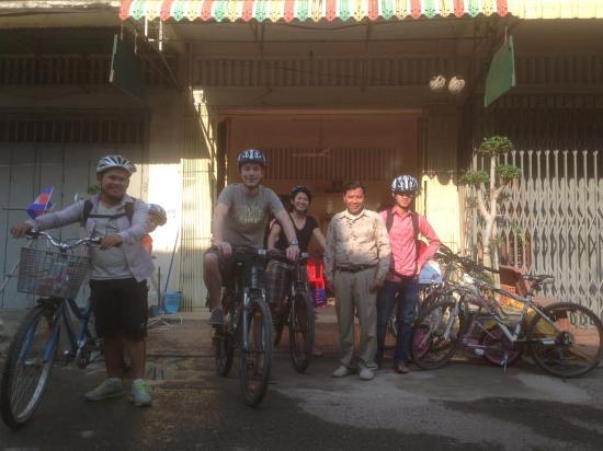 Battambang Province, Kamboja: Group Photo before departure