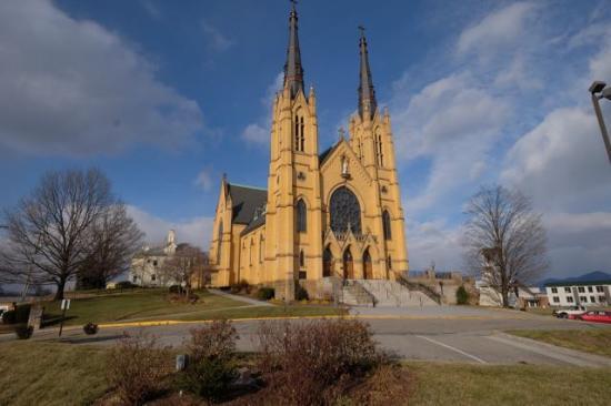 Roanoke, VA: Side frontal view of church