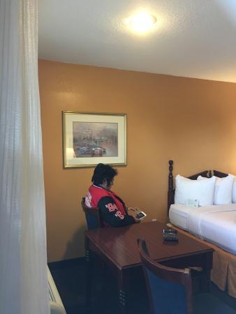 Rohnert Park, Kaliforniya: When u come into the room!