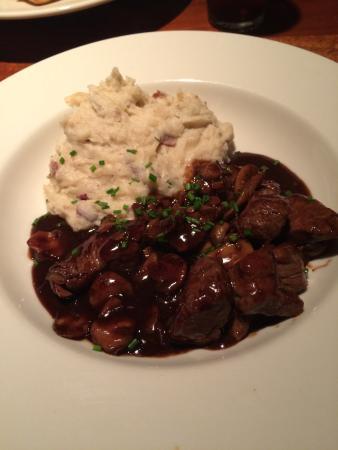 Charleston's: beef tipとマッシュポテト