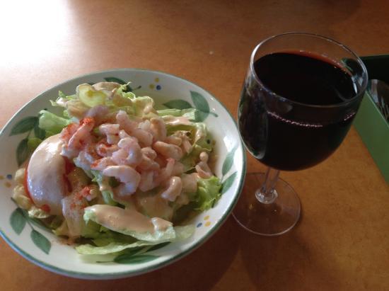 Kariya, ญี่ปุ่น: 小エビサラダ、赤ワイン