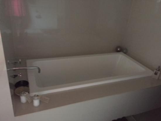Maraylya, Australia: Beautiful indoor bath!