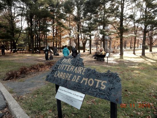 Nicolet, Canada: Entrée au parc extérieur du Musée des Religions du Monde!
