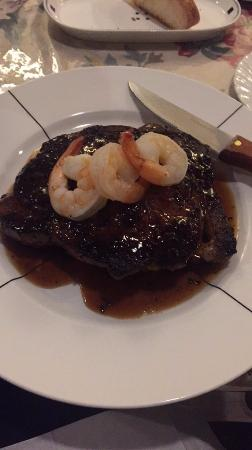 Longview, Kanada: Ribeye steak and shrimp