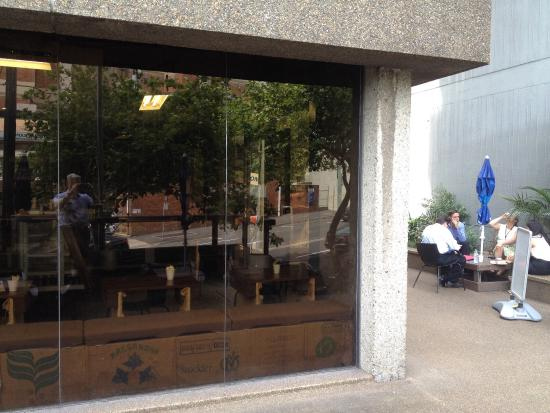 St Leonards, Avustralya: Courtyard and coffee shop