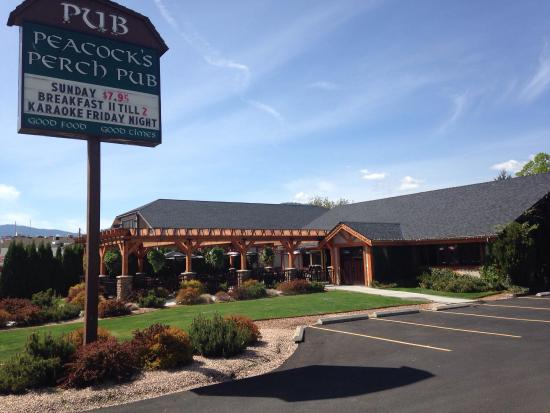 Summerland, كندا: Peacock's Perch Neighbourhood Pub