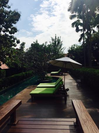 Siripanna Villa Resort & Spa: Lounge area near pool