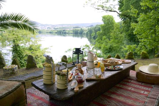 Samodaes, Portugal: Picnic by Douro River