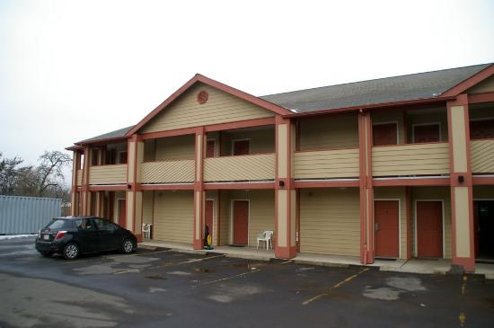 Sunset Motel Hood River: The motel building